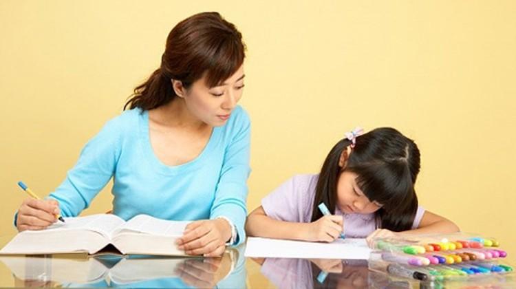 Chẳng cần khản cổ giục giã hay ép con, làm theo những cách sau, trẻ sẽ đam mê học tập từ nhỏ